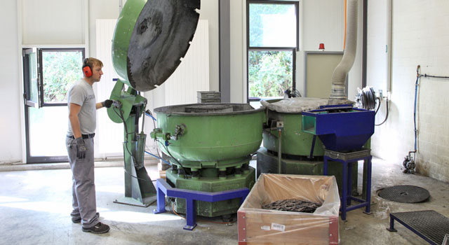 Vibratory grinding for industry